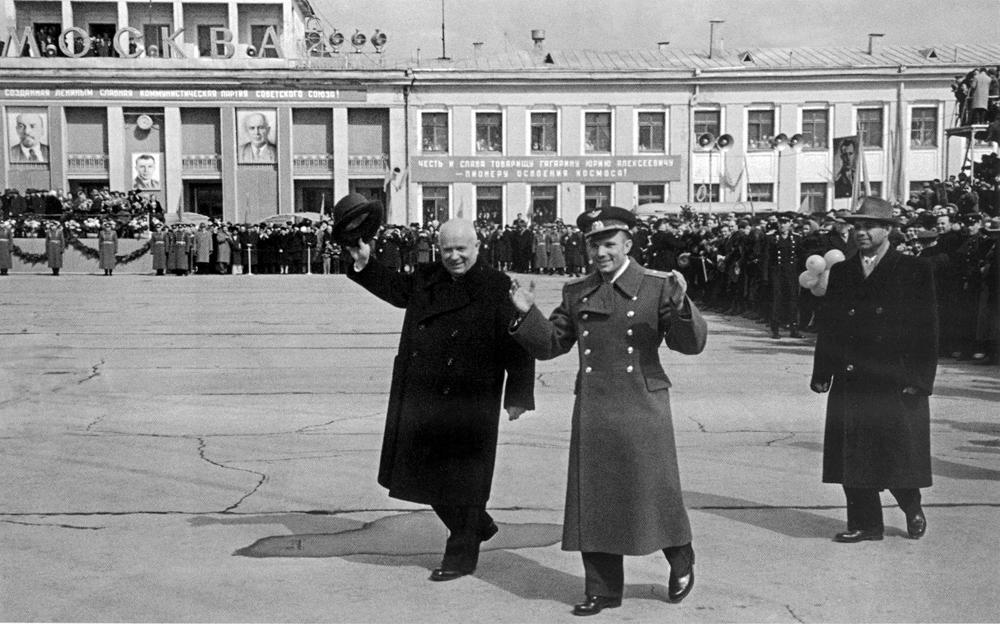 Гагарин во Внуково